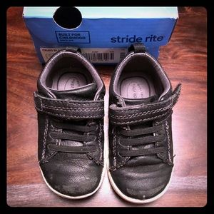 Stride Rite black leather sneakers size 5 wide